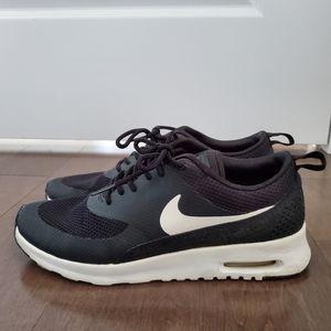 EUC 7.5 Nike Air Max Theas!